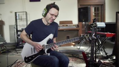 Photo of Paul Gilbert's Educational MV 'Everybody Use Your Goddamn Turn Signal'